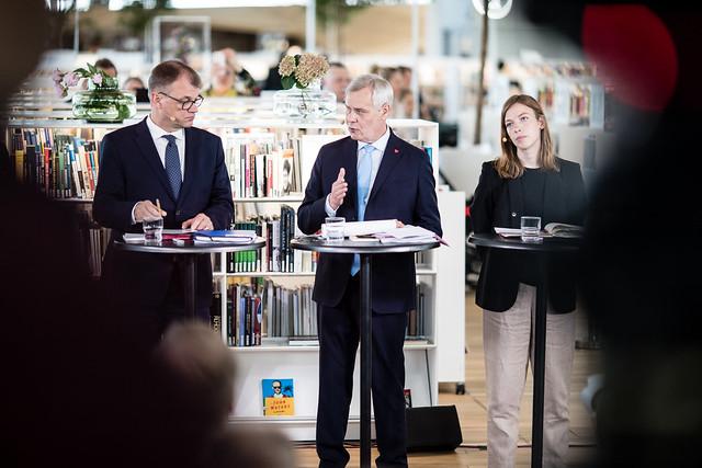 Keskustan puheenjohtaja Juha Sipilä, SDP:n puheenjohtaja Antti Rinne ja Vasemmistoliiton puheenjohtaja Li Andersson.