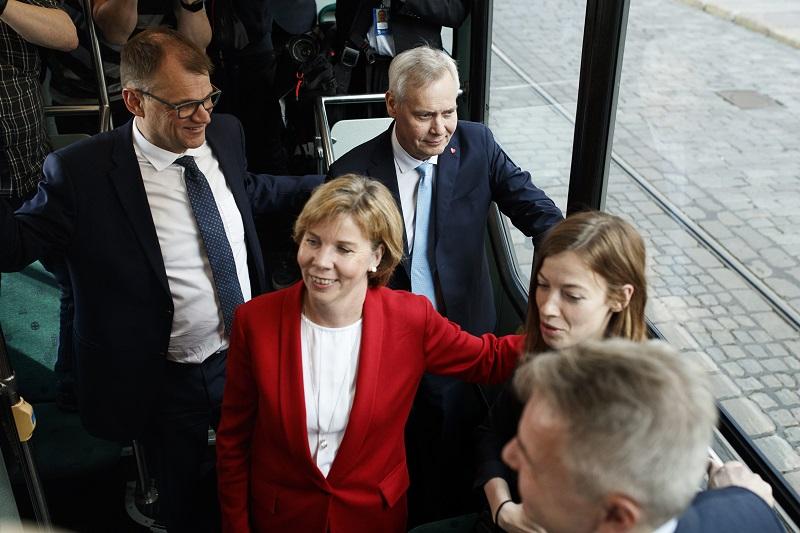 Hallituspuolueiden puheenjohtajat Juha Sipilä, Anna-Maja Henriksson, Antti rinne, Li Andersson ja Pekka Haavisto.