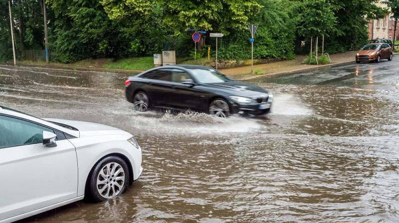 Ilmastonmuutos lisää tulvien kaltaisia sään ääri-ilmiöitä. Ne tuovat aivan uudenlaisia riskejä vakuutusmaailmaan.