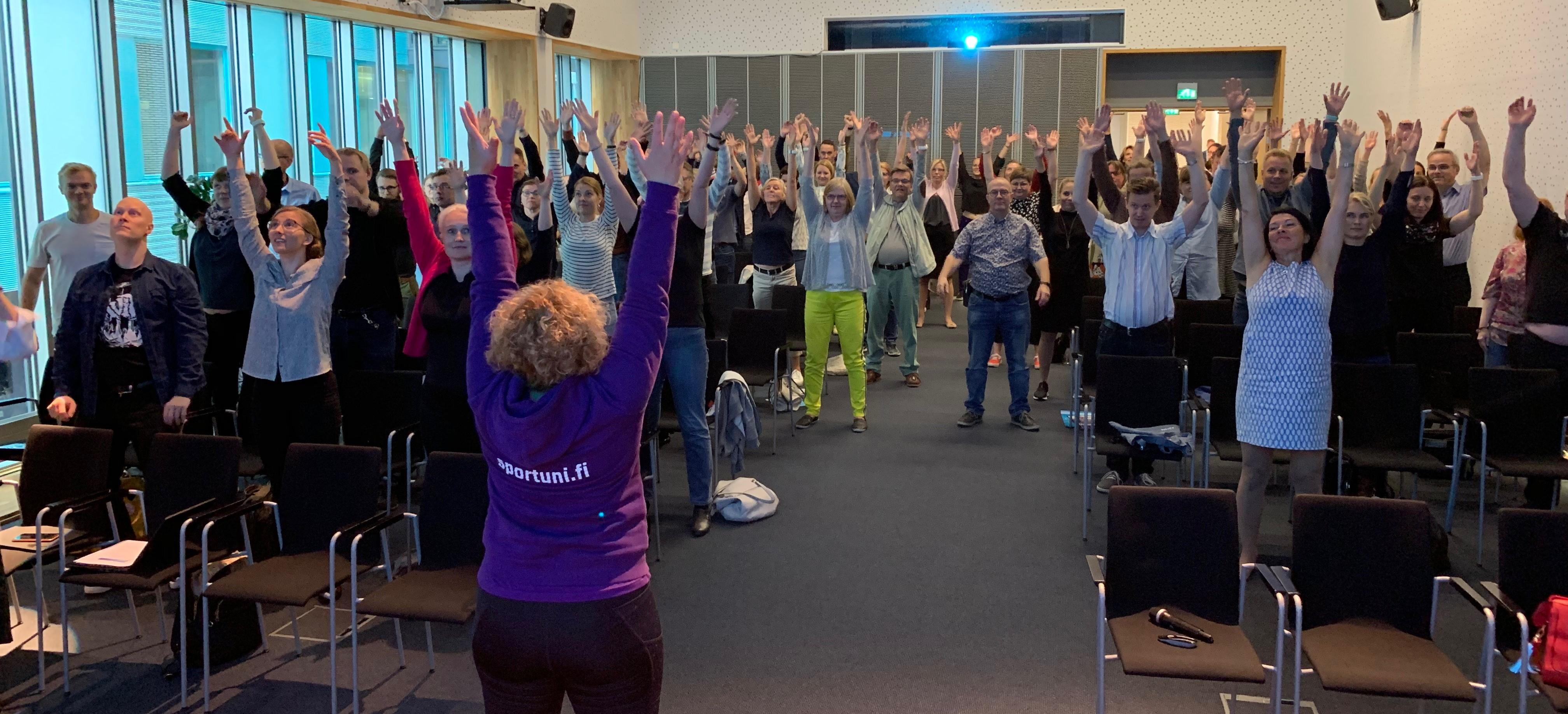 Kun Talous tutuksi -kiertue vieraili Tampereella 4.9., kurkottivat opettajat tauolla kädet ojossa kohti uusia taloustietoja - myös välijumpalla saattoi olla osuutta asiaan.