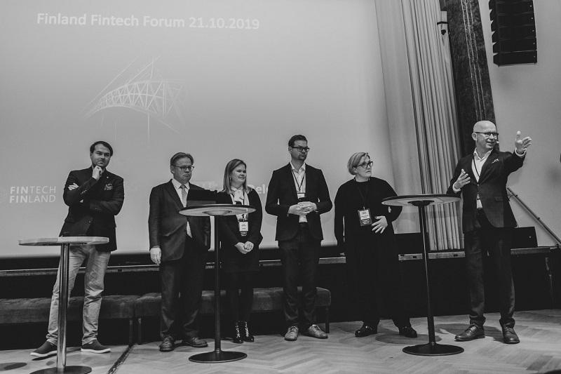 Paneeliin osallistuivat Taneli Tikka (vas.), Juhana Vartiainen, Hanna Heiskanen, Kristian Luoma ja Monika Liikamaa. Keskustelua veti Tuomo Yli-Huttula. Kuva: Aino Huotari
