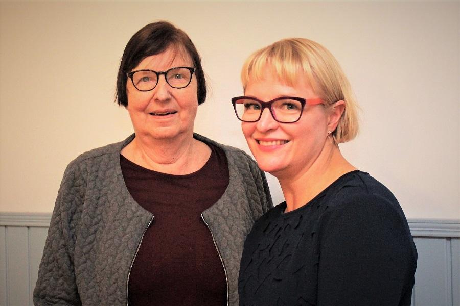 Tuusulan senioreiden puheenjohtaja Tuulikki Petäjäniemi ja FA:n tomitusjohtaja Piia-Noora Kauppi.
