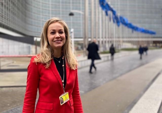 Heli Satuliraportoi EU:n politiikasta entiseen tapaan hyvin kattavasti, mutta erityisenä teema-alueena on finanssiala. Kuva: Henri Satuli