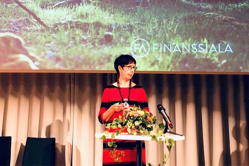 Finanssiala ry:n lainsäädännöstä vastaava johtajaLea Mäntyniemi puhui hyästä tavasta finanssialalla FINEn seminaarissa 2.9.