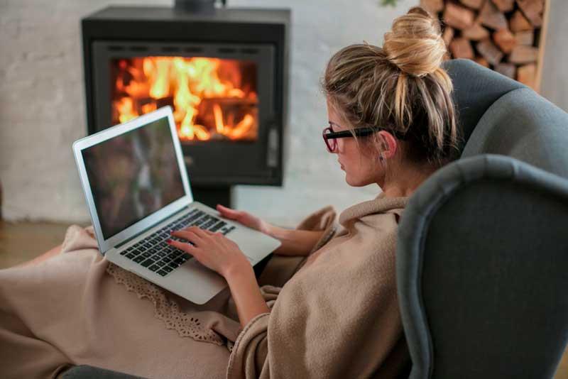 Kesäoleskeluun tarkoitetun mökin talvikäyttöön liittyy monia huomioitavia asioita. Kuva: Shutterstock.com