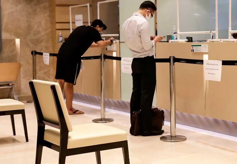 Koronakriisipakotti pankit erilaisiin muutoksiin muun muassa asiakaspalvelussa. Kuva: Shutterstock.com