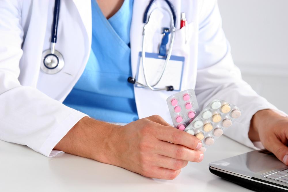 Sairauskuluvakuutus korvaa muun muassa tutkimus- ja hoitokuluja sekä lääkärin määräämiä lääkkeitä. Kuva: Shutterstock.com
