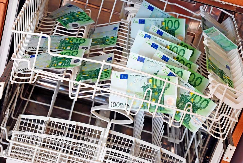 Suomessa toimivat pankit tekivät viime vuonna yli 10 000 ilmoitusta epäilyttävistä liiketoimista. Kuva: Shutterstock.com