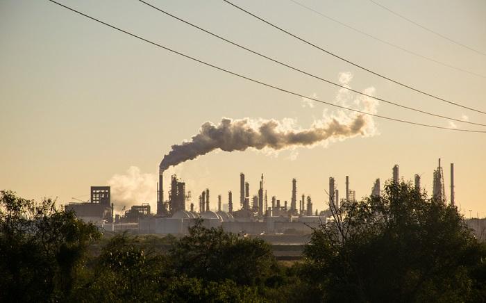 Sijoittaminen runsaspäästöiseen kohteeseen on riski paitsi ilmastolle, myös sijoituksen pitkäaikaiselle tuotolle. Kuva: Shutterstock.com