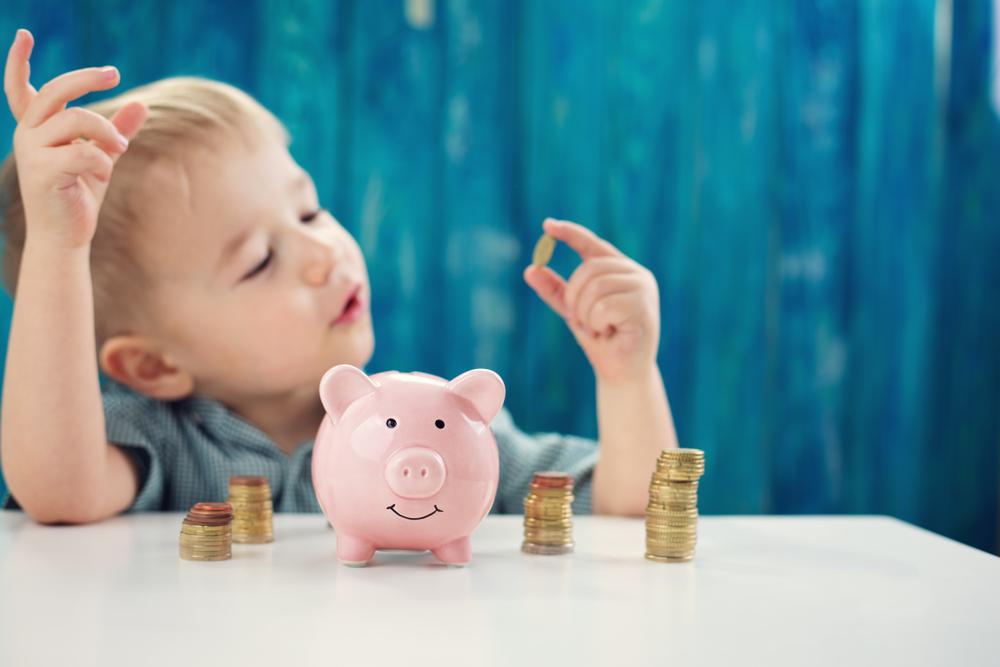 Tutkijat suosittelevat, että talouosopetus aloitettaisiin jo alkuopetuksessa. Kuva: Shutterstock.com