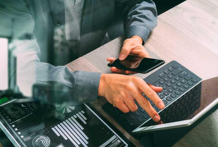 Koronan takia digitaalisten palveluiden käytön kehitys otti nopeita harppauksia eteenpäin. Kuva: Shutterstock.com