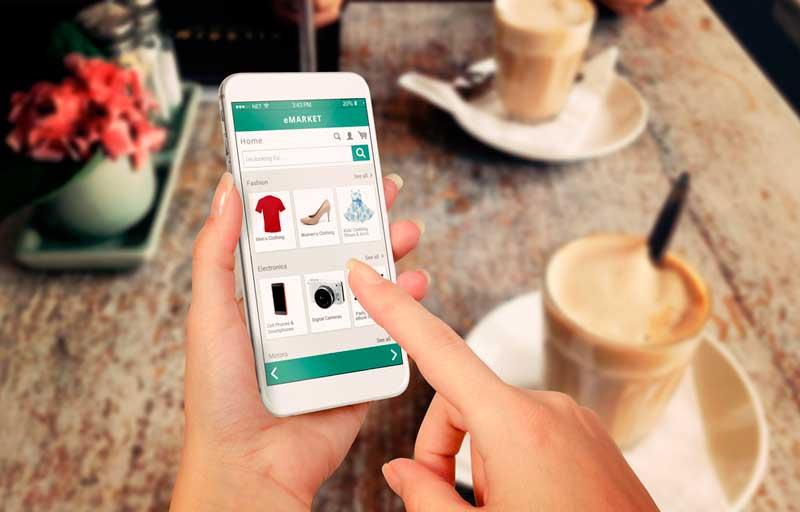 Vahvaa tunnistautumista vaaditaan käytännössä aina maksettaessa verkossa luotto- tai debitkortilla. Kuva: Shutterstock.com