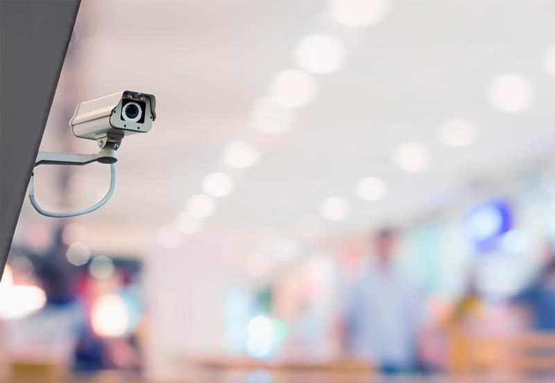 Kameravalvonnan käyttö ei rajoitu turvallisuuteen, vaan kameroiden tallentamaa tietoa voidaan hyödyntää myös esimerkiksi liiketoiminnan kehittämiseen. Kuva: Shutterstock.com