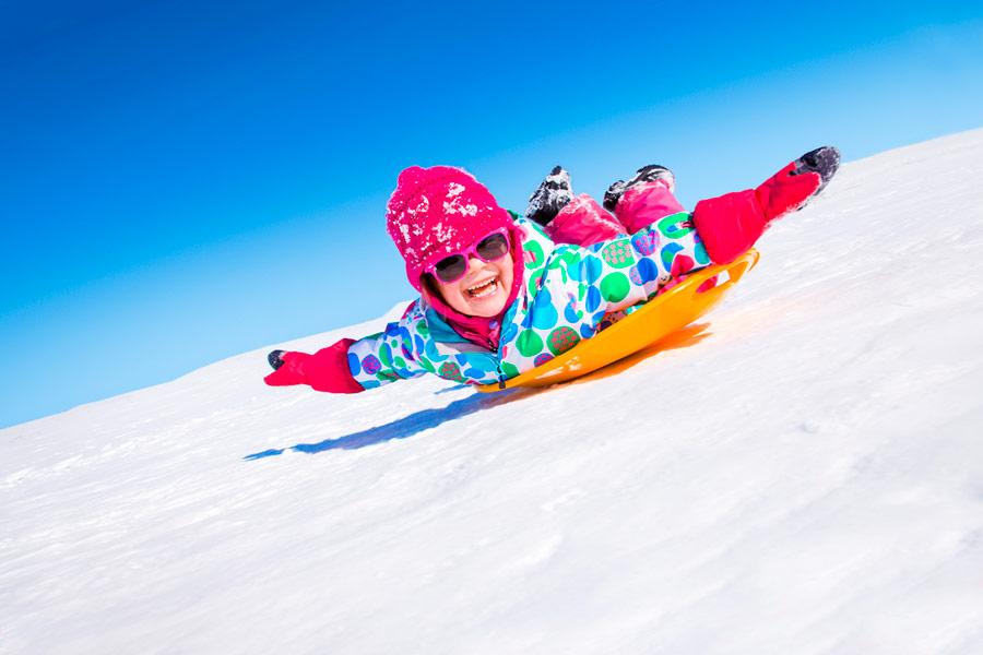 Ulkomaan matkat ovat tänä talvilomana enimmäkseen jäissä, mutta monet suunnittelevat matkaa kotimaassa. Kuva: Shutterstock.com
